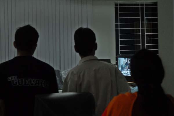 watching-the-news-4757.jpg