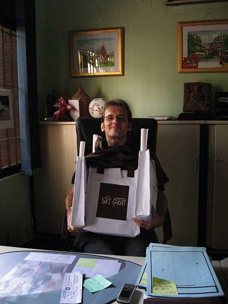 torsten-with-bags-0278.jpg