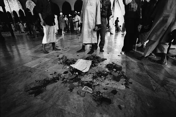 inside-baitul-mukarram-mosque-f7-118-frame-no-24.jpg