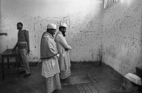 imam-leads-prayers-in-jail-f8-roll98-fm19a-tc.jpg