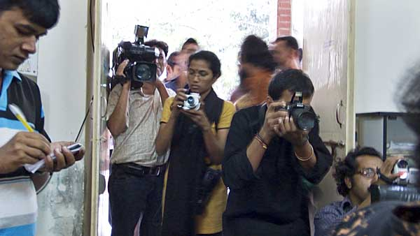 journalists-in-shahbagh-police-station-0317.jpg