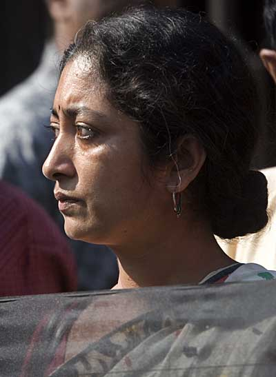 tearful-protester-outside-museum-4221.jpg