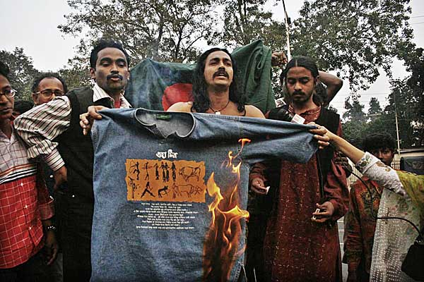 burning-shirt-in-protest-0775.jpg