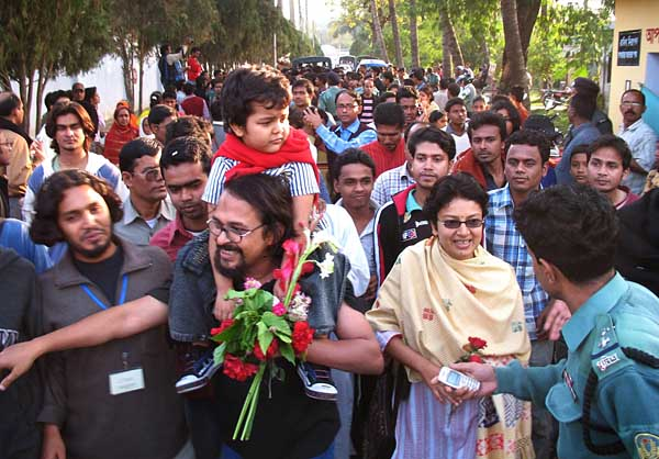 rajshahi-teachers-released-3004-600-px.jpg