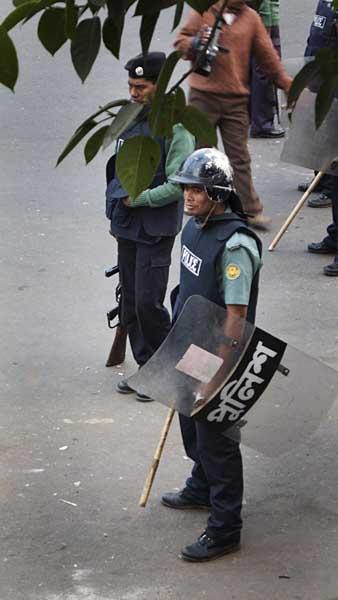 riot-police-on-standby-0556.jpg