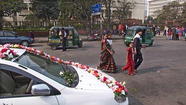 wedding-car-outside-museum-0629.jpg