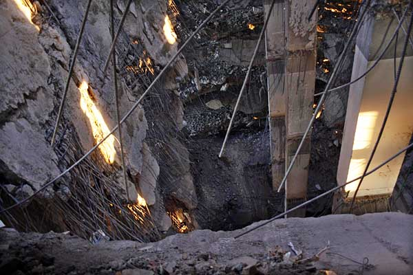 wreckage-of-rangs-building-3926-600-px.jpg
