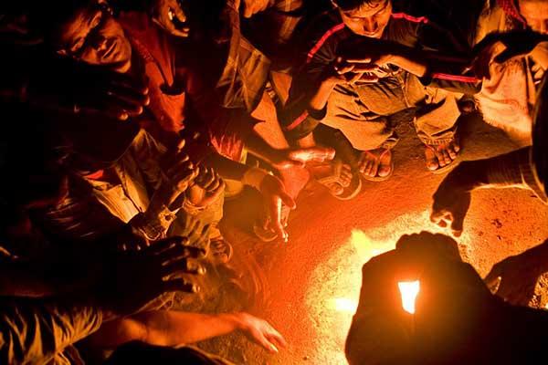 tanvir-rangs-workers-by-fire-4912-600-px.jpg