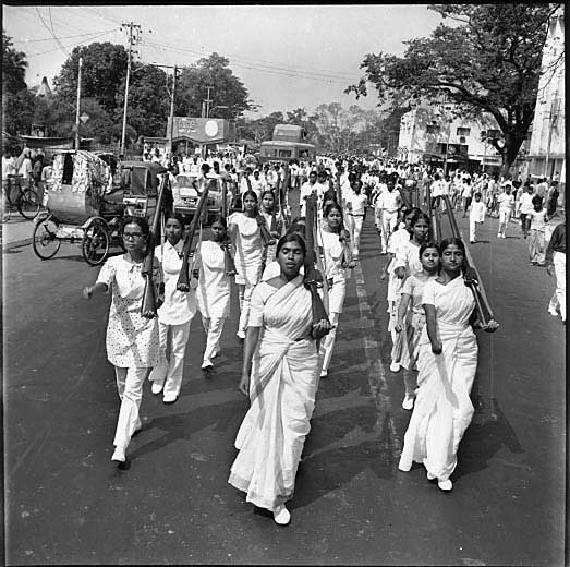 women-marching-in-streets-of-dhaka-in-1971-1152.jpg