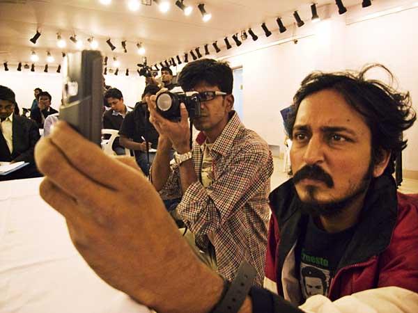 Monirul Alam at Chobi Mela V press conference at Drik Gallery II. 10th January 2009. Shahidul Alam/Drik/Majority World