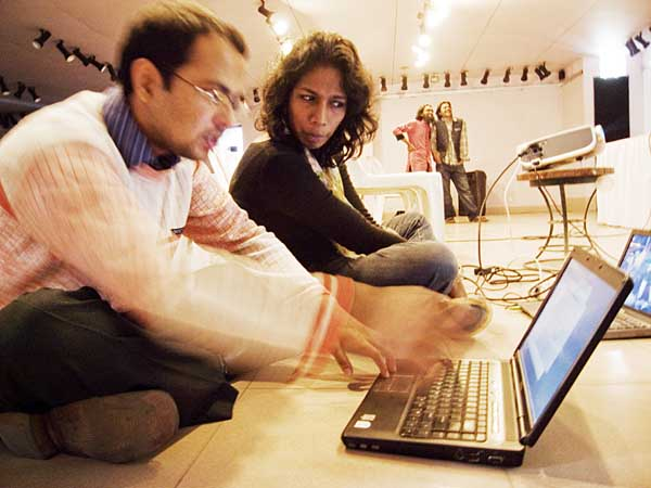 M A Quashem of Drik Internet (left) and Jeevani Fernando, Drik's HR manager, set up the multimedia presentation prior to the press conference. Shahidul Alam/Drik/Majority World