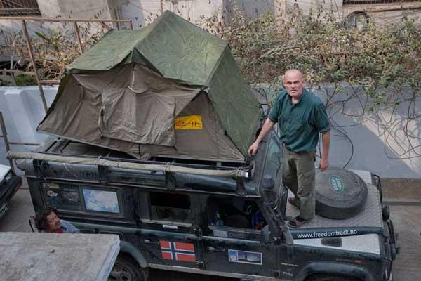 Tom demonstrating his tent. Drik. Dhaka. 17th January 2009. Shehabuddin/Drik/Majority World