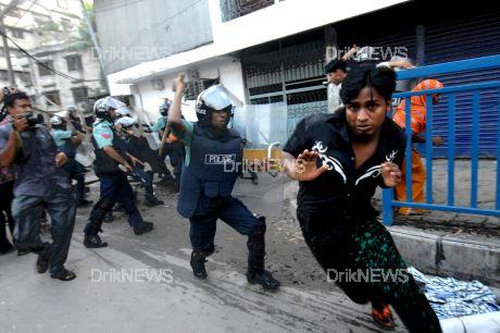A pay dispute between the management and employees of Islam Dresses Ltd, erupted in violence when the police baton charged the demonstrators at Malibagh Chowdhuripara. The garment's workers claimed the management was not honouring a promised 100 percent bonus for the Eid festival. At least 30 people were injured in clash with police while the workers damaged 40 vehicles. Dhaka, Bangladesh. September 20 2008. R Hassan / DrikNEWS