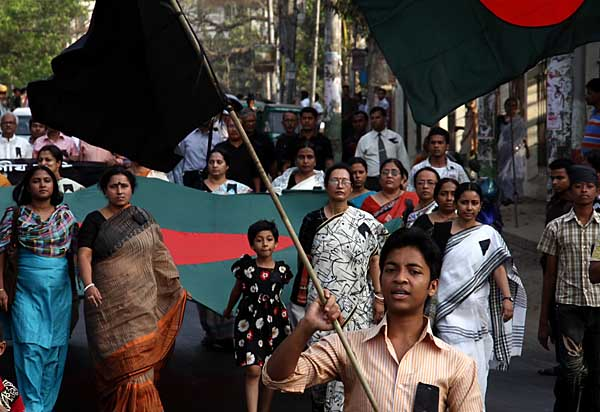 Peoples take part in a procession to Mourn in memory of the departed souls who were killed in the BDR mutiny this afternoon at Central Saheed Minar of Chittagong. Several dead bodies have been lying at many places in and around BDR Headquarter after BDR soldiers rebelled against the army personnel at BDR yesterday. The overall casualties are more than a hundred. Chittagong, Bangladesh. March 02 2009