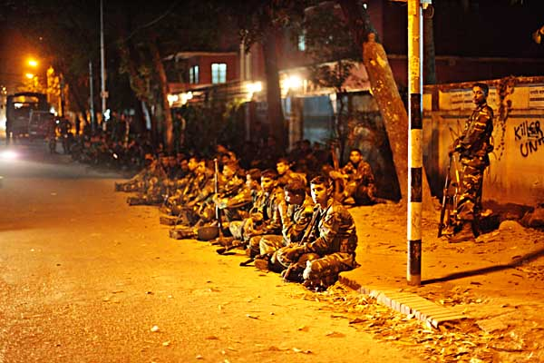 Soldiers on road 13a Dhanmondi. 11:30 pm 25th February 2009. Shahidul Alam/Drik/Majority World