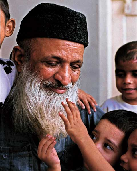 PHILANTHROPIST Abdul Sattar Edhi with a few of the many thousands of children he has helped. Shahidul Alam