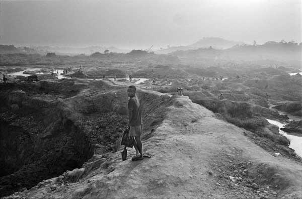 Mines in Koidu, Sierra Leone. Kadir van Lohuizen / NOOR