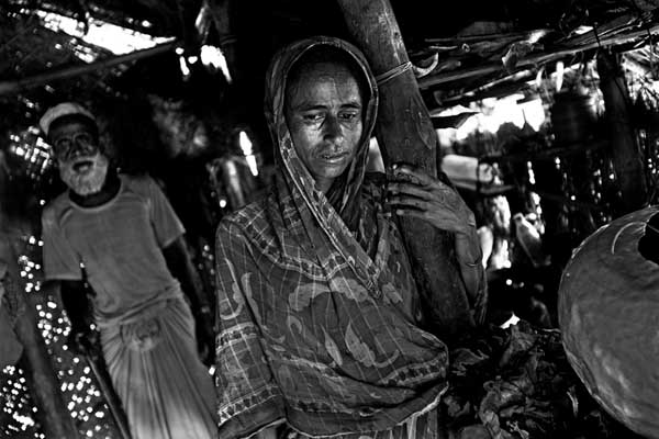 Jossna Ara Begum had everything Ð a husband, and some arable land. One night   the river swallowed everything Ð the house, the land, and  all the  belongings. Her husband left home to find work and never came  back. Everyday when she looks at her four starving children, Jossna