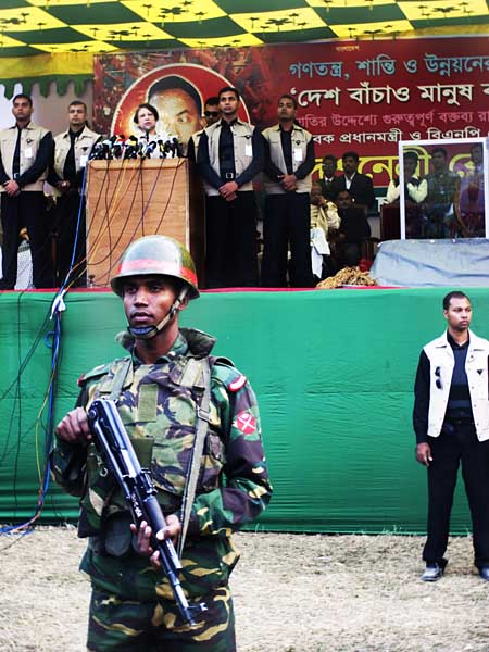 Khaleda Zia at her pre-election speech in Paltan Maidan, chose not to go behind a bullet proof glass while addressing the rally. 27th December 2008. Dhaka. Bangladesh.