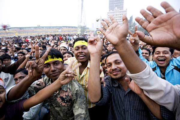 Members of Chatro Shibir, the militant student wing of Jamaat e Islam, an ally of the BNP lead coalition. Jamaat is accused of harbouring war criminals of the 1971 war of liberation. Paltan Maidan. Dhaka. Bangladesh. 27th December 2008. ? Shahidul Alam/Drik/Majority World