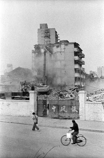 Scene of a demolition. The buildings of the communist period are also being demolished. China, Shanghai, 04/2005