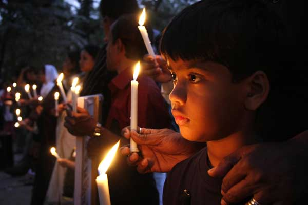 A candlelight vigil to mourn the dead in a park opposite the BDR headquarters. People of all religions offered silent prayers for the victims. 1st March. Dhaka Bangladesh. Amdadul Huq/DrikNews
