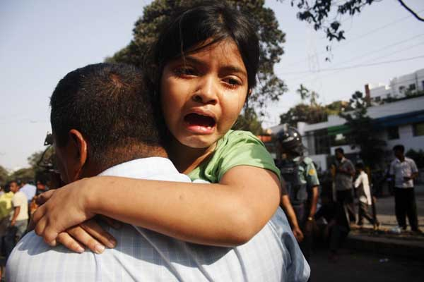 A girl just released from the BDR headquarters in Dhaka. Bangladesh. 26th February 2009. Amdadul Huq/DrikNews
